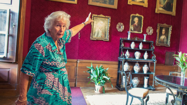 Marie Alžběta Salmová-Reifferscheidt-Raitz se narodila v zámku v Rájci nad Svitavou. Bylo jí necelých čtrnáct let, když knížecí rodina o domov a všechen majetek přišla.