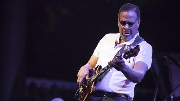 Americký basista Stanley Clarke (na snímku z loňska) proslul v kapele Return to Forever klavíristy Chicka Corey.