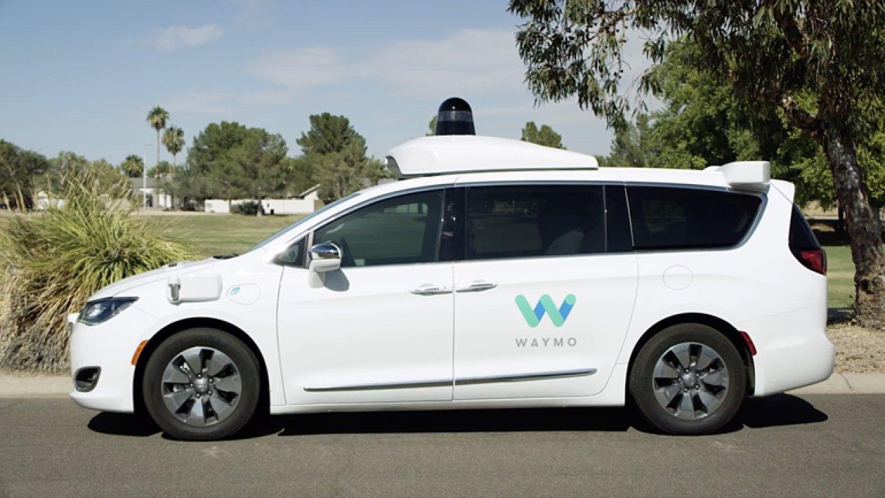 Samořiditelná auta od Googlu se osvědčila. Budou z nich taxíky.