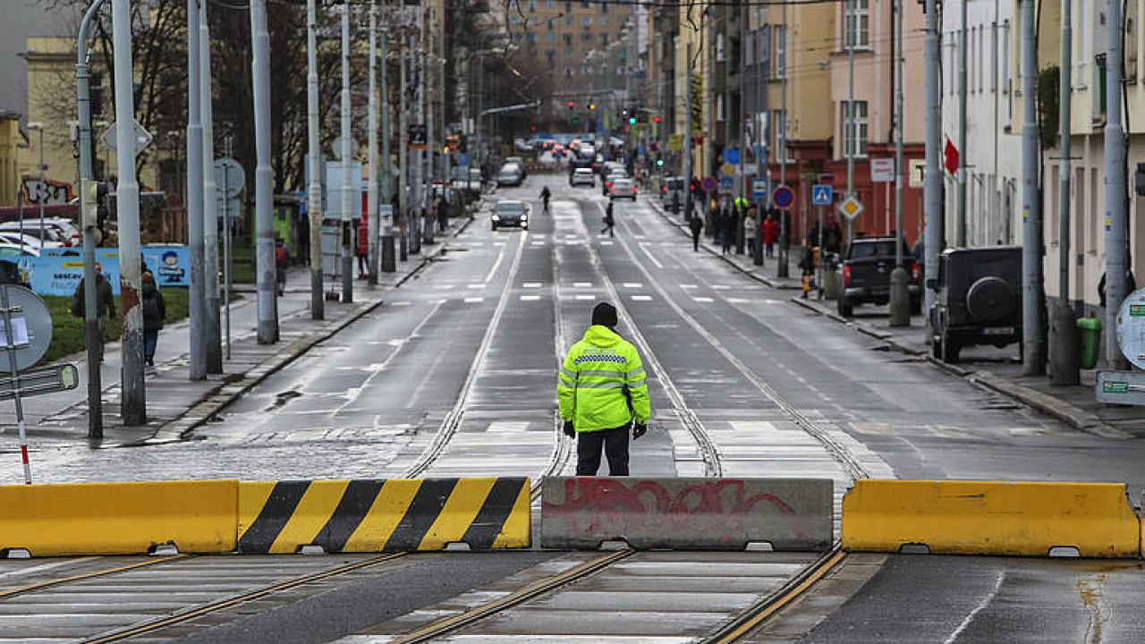ŽIVĚ: Co dál s chátrajícími mosty v Praze? Sledujete brífink po jednání starostů
