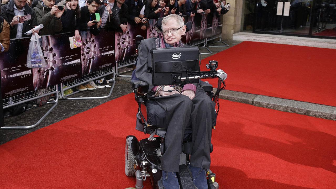 Zemřel světoznámý britský fyzik Stephen Hawking. Bylo mu 76 let.
