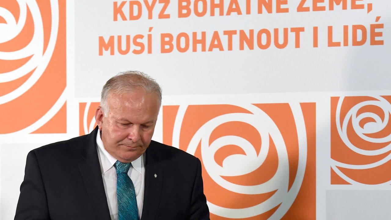 Z kabinetu premiéra Andreje Babiše (ANO) odešel sociální demokrat a ministr práce a sociálních věcí Petr Krčál.