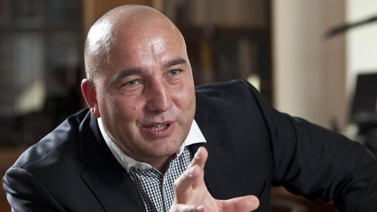 Mocný muž. Funkční období ředitele VZP Zdeňka Kabátka skončí až vroce 2020, pokud ho doté doby neodvolá správní rada, kterou ovládá ANO.