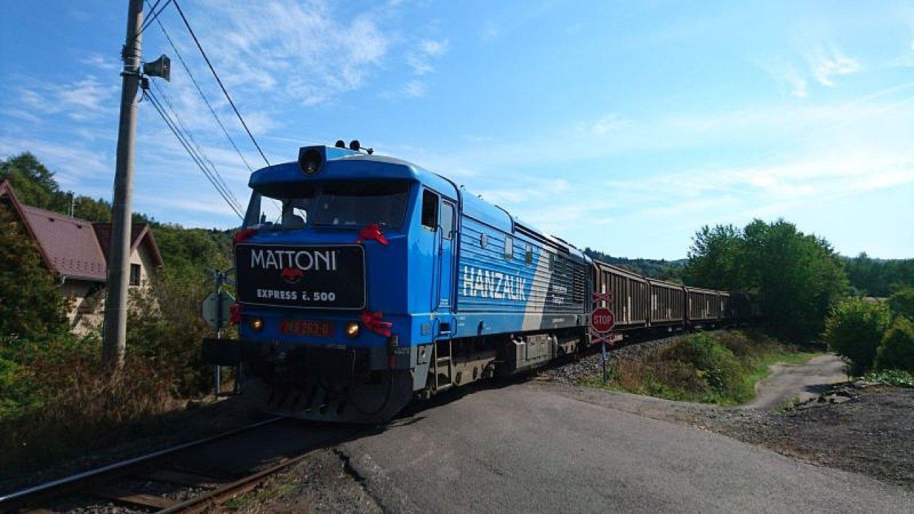 Pětistý vlak s minerálkou na cestě z Kyselky do distribučního centra na Moravu.