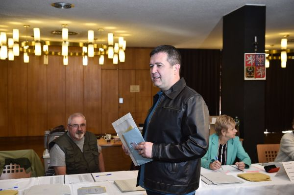 69a6fe143d3 Pirát zvolený v Kladně složil mandát. Nesouhlasí s koalicí s SPD ...
