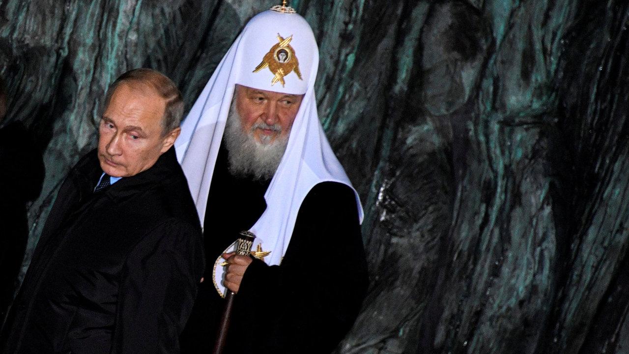 Ruský prezident Vladimír Putin a nejvyšší představitel moskevského patriarchátu Kirril.