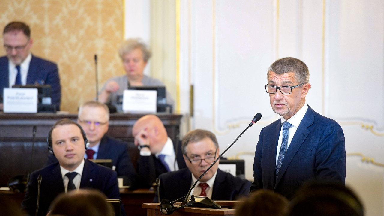 Premiér Andrej Babiš hovoří na konferenci k výstavbě nových jaderných bloků v Česku.