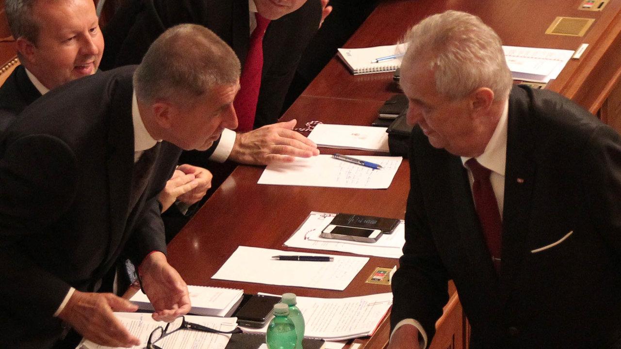 Poslanci ANO nechtějí, aby premiér Andrej Babiš podáním kompetenční žaloby narušil dobré vztahy sprezidentem Milošem Zemanem.