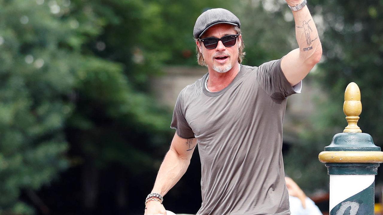 Brad Pitt dorazil na festival do Benátek.