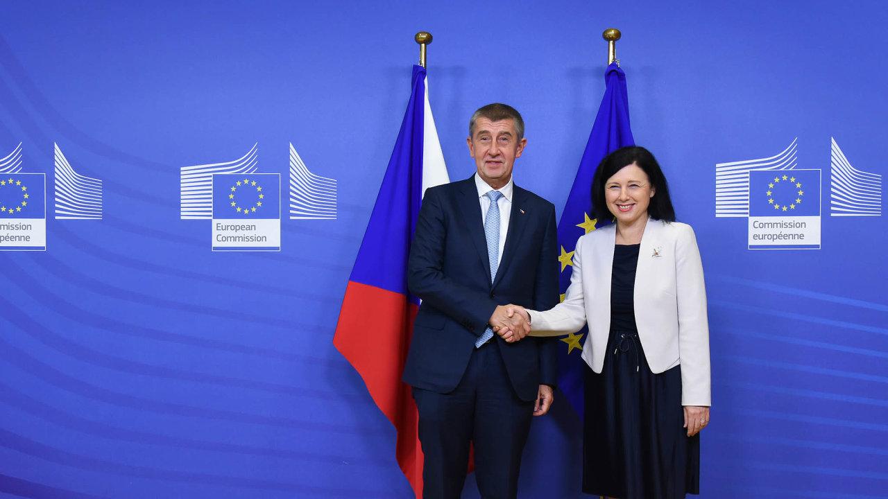 Ekonomika to nebude, pane premiére. Pokud bude Věra Jourová vEvropské komisi dohlížet naprávní stát, může se dostat dosporů sPoláky aMaďary, spojenci premiéra Andreje Babiše veV4.