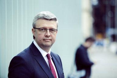 """""""Bude to práce, bude to náročné, to je sice pravda, ale já do toho nejdu nabubřele, jdu do toho s respektem,"""" říká o převzetí ministerstva dopravy vicepremiér pro hospodářství Karel Havlíček (za ANO)."""