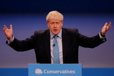Britský premiér Boris Johnson včera obrexitu mluvil nasjezdu své Konzervativní strany.