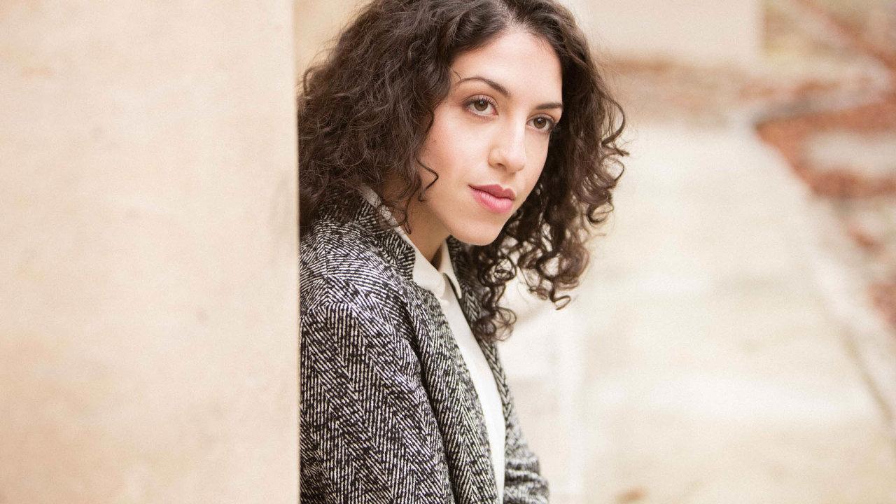 Beatrice Rana už natočila Bachovy Goldbergovské variace nebo Prokofjevův Druhý klavírní koncert sdirigentem sirem Antoniem Pappanem.