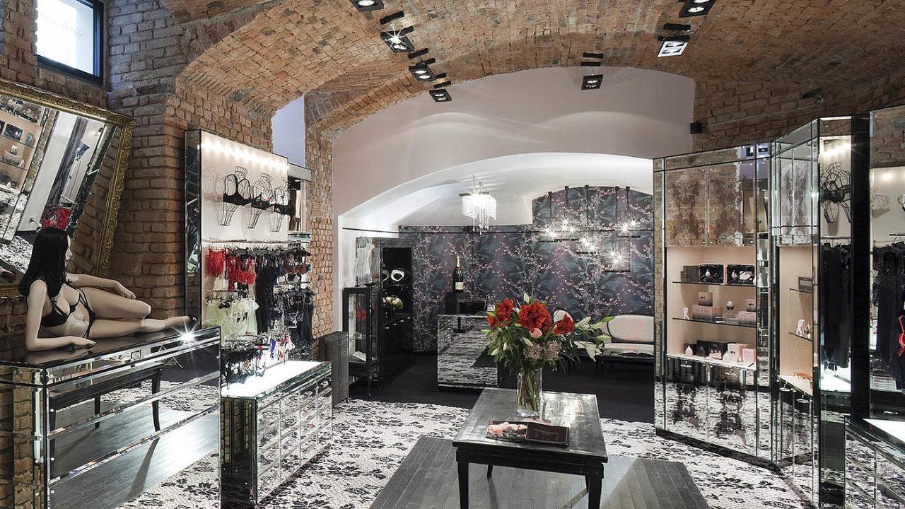 Oblíbenou značku našeho hostujícího šéfredaktora založila modelka frustrovaná znudné nabídky spodního prádla Serena Reesová se svým manželem JosephemCorrém– synem návrhářky Vivienne Westwoodové.