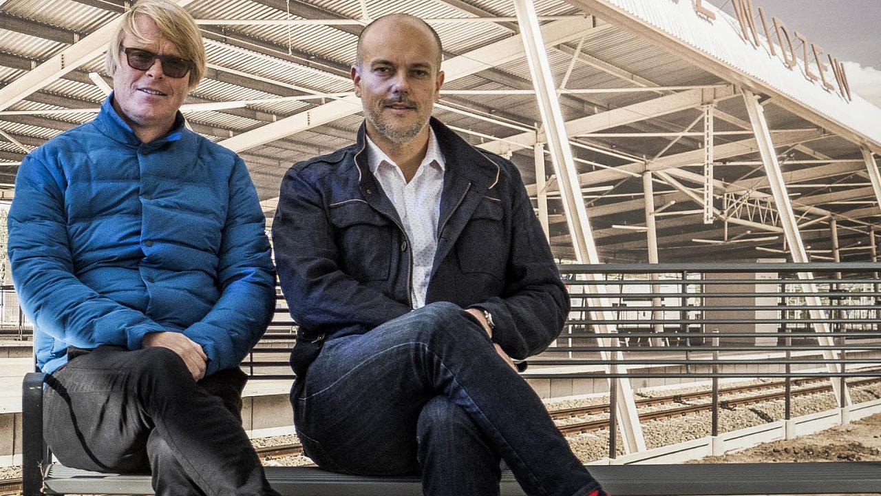 David Karásek, designér aspoluzakladatel firmy (vlevo) a Aleš Bakoš, předseda představenstva mmcité1.
