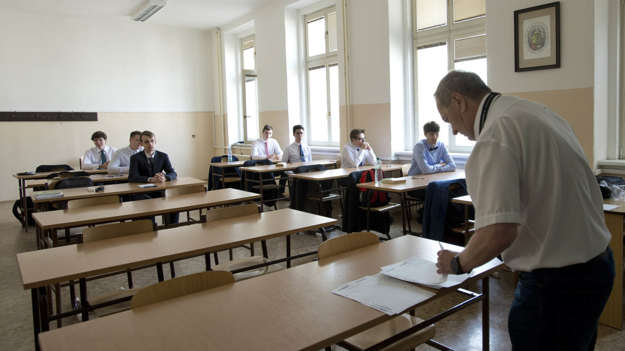 Zčeho maturovat? Sněmovna rozhoduje ozrušení povinné maturity zmatematiky, která má být zavedena odroku 2021.