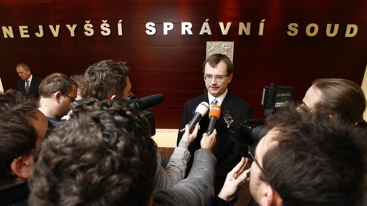 Podle soudce zpravodaje Vojtěcha Šimíčka sleduje zákon ostřetu zájmů legitimní cíl– zabránit zneužívání výkonu veřejné moci veprospěch soukromých zájmů.