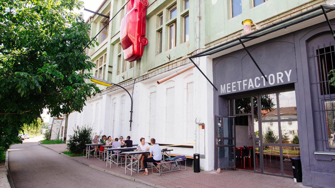 Pražské centrum umění MeetFactory založil výtvarník David Černý.