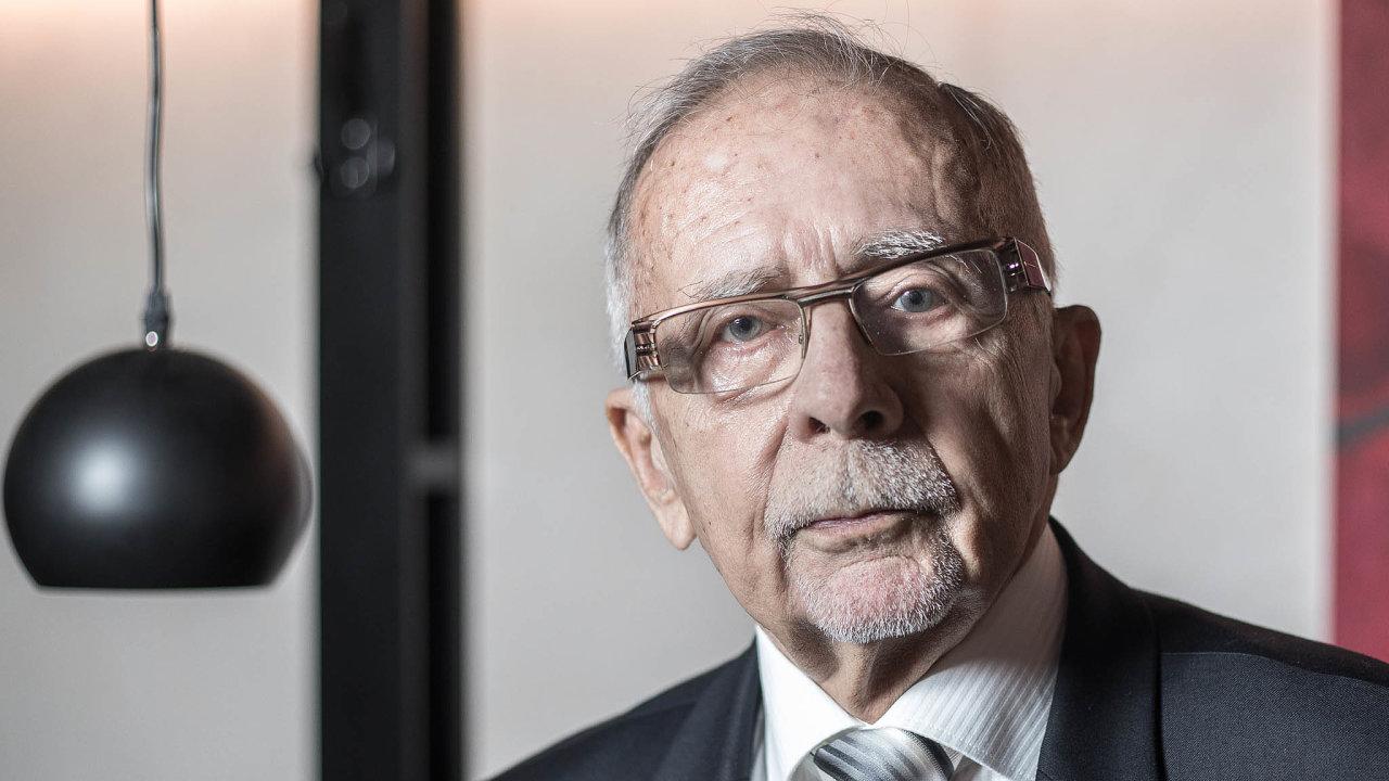 Nanedostatečné vymezení vztahů mezi veřejným ochráncem práv anavrhovanou institucí dětského ombudsmana již dříve poukázal isoučasný ombudsman Stanislav Křeček.