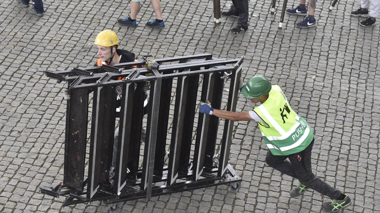 Ihned zabalit: Porozhodnutí hygieniků museli pořadatelé tradičních Colours of Ostrava uprostřed akce vpátek ukončit iletošní menší NeFestival.
