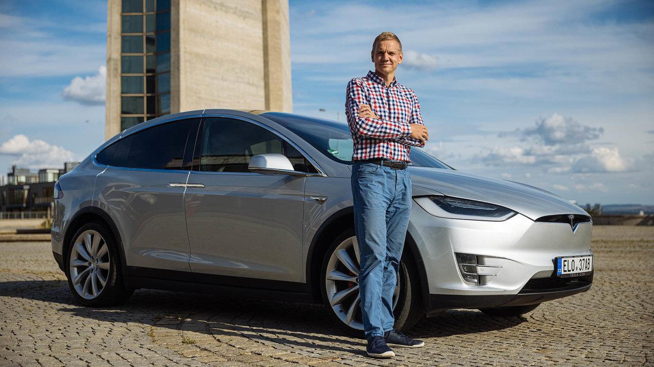 Tohle je začátek nové éry. Josef Matějka vautomobilce Tesla vidí budoucnost. Proto nakoupil její akcie anikdy otéto investici nezapochyboval, ani vechvílích, kdy jejich cena klesla otřetinu.