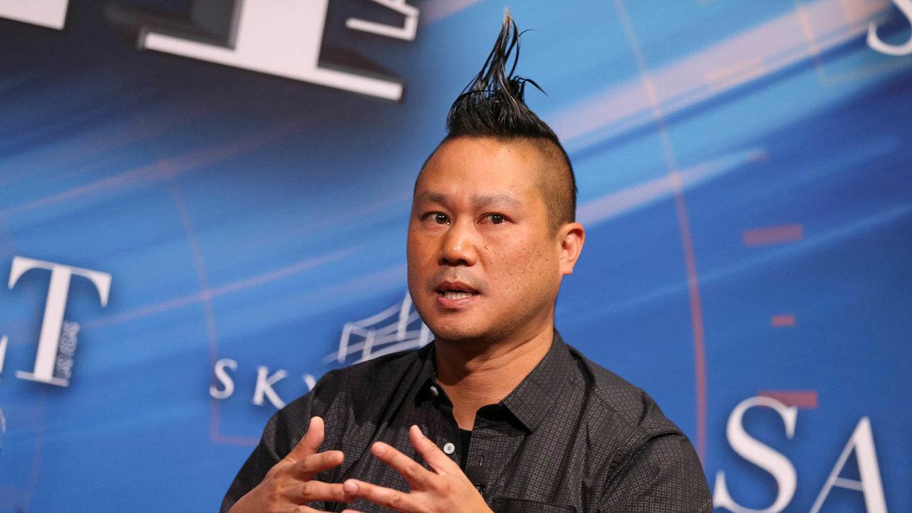 Úspěšný muž vnesnázích. Tony Hsieh (nasnímku zroku 2017), legenda internetového byznysu, zemřel zatragických okolností 27.listopadu. Okolnosti jeho smrti naznačují, že mohlo jít iosebevraždu.