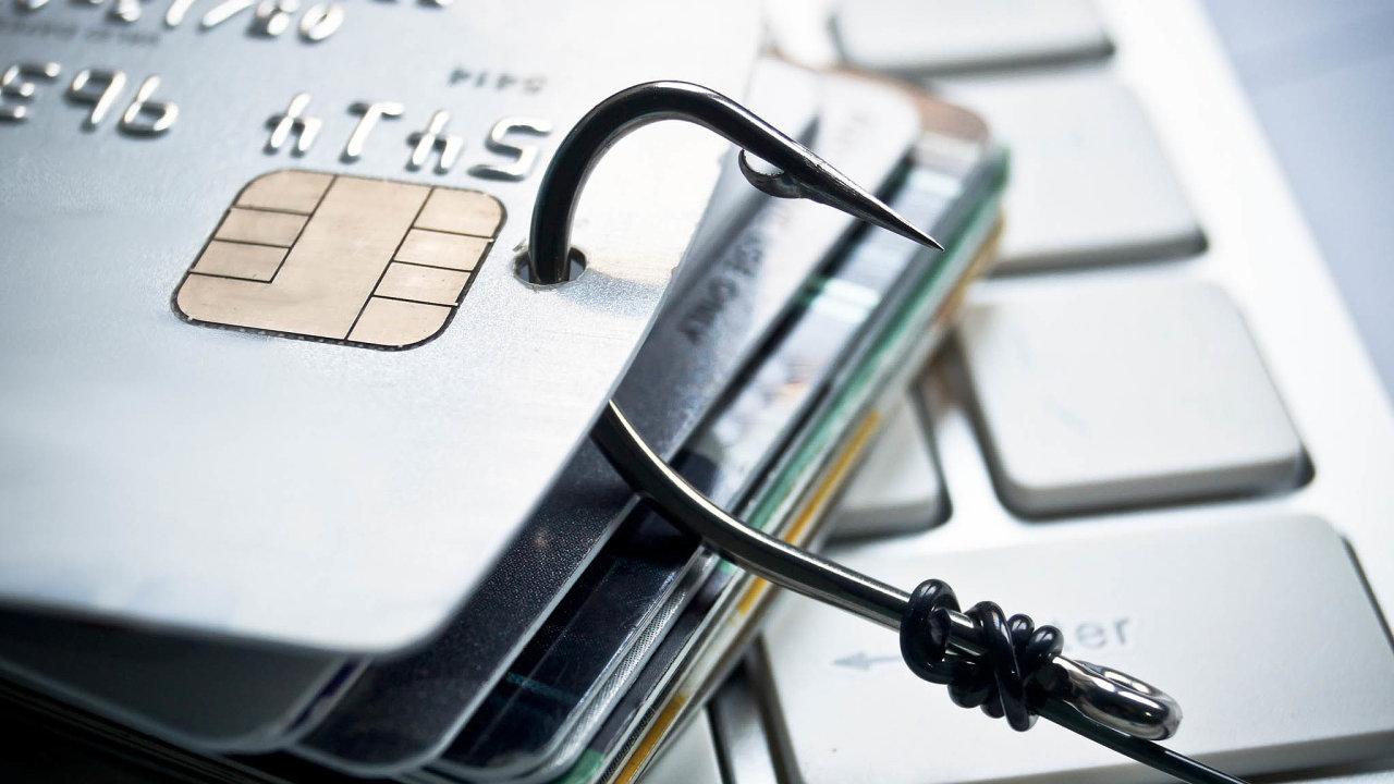 Podvodníci se na internetu snaží ulovit čísla karet důvěřivých klientů (ilustrační snímek).