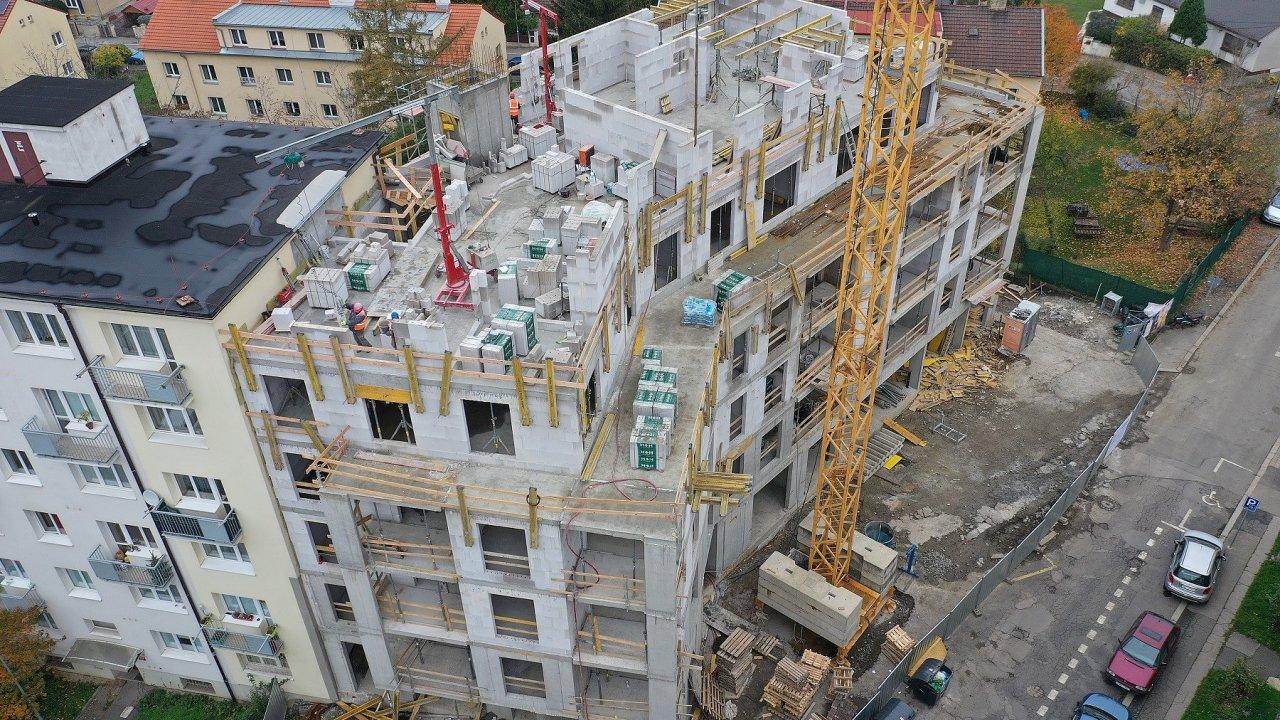 Vpražských Strašnicích dokončil developer JRD hrubou stavbu projektu Rezidence Michelangelova.