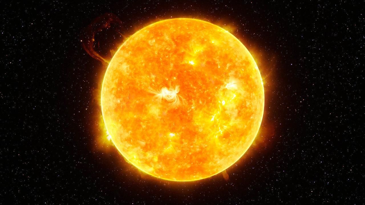 Slunce jasná světů jiných. Hvězda TOI 451, jež stojí vestředu zkoumané planetární soustavy, je vmnohém podobná našemu Slunci (nasnímku).