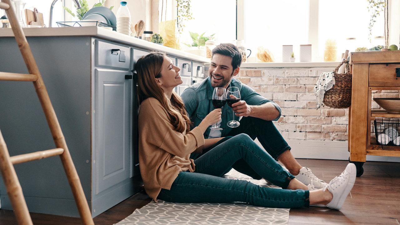 Šťastný spokojený pár manželé