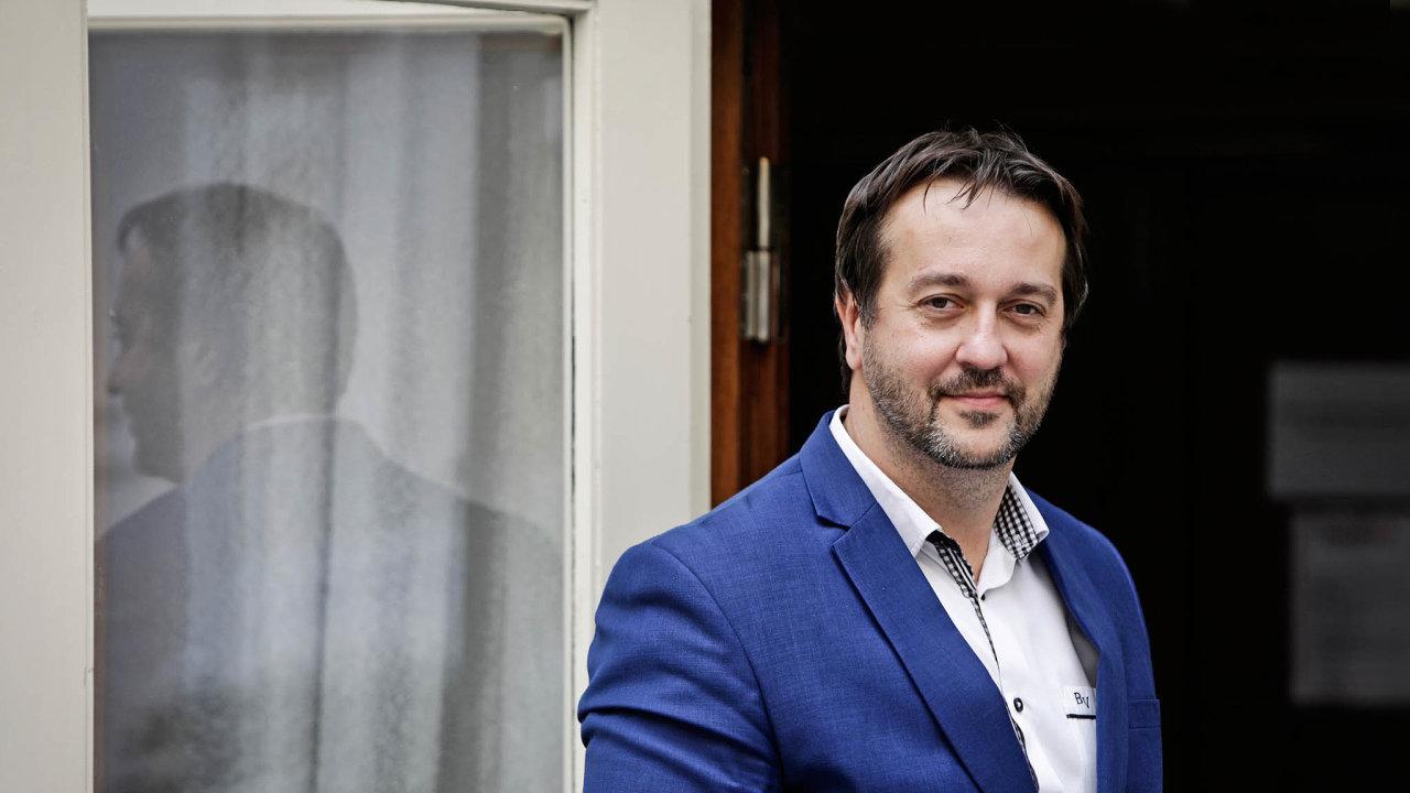 Ani někteří epidemiologové adalší lékaři neviděli hrozbu, která číhala apolitici se rádi odvolali naně, říká epidemiolog Rastislav Maďar.
