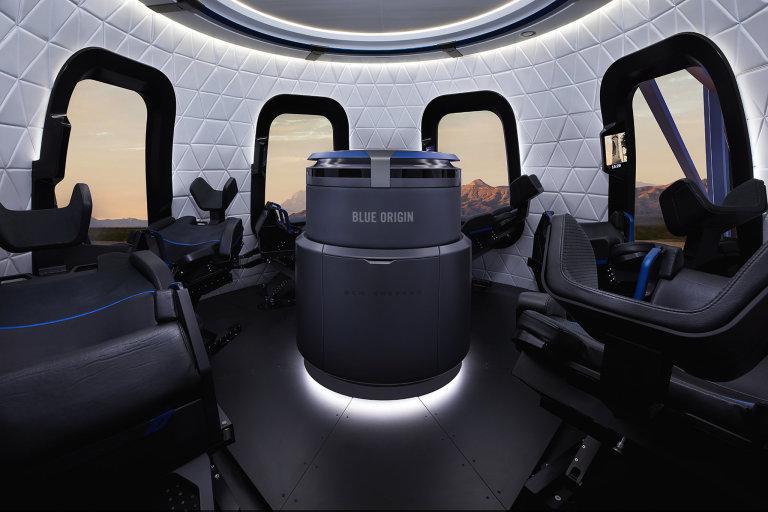 Interiér modulu s posádkou lodi New Shepard