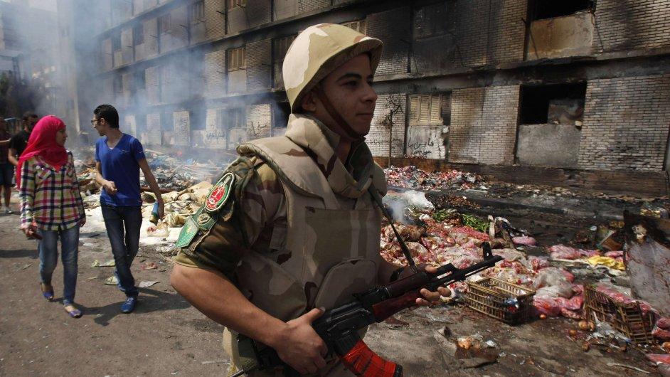 EU pozastaví dovoz zbraní do Egypta