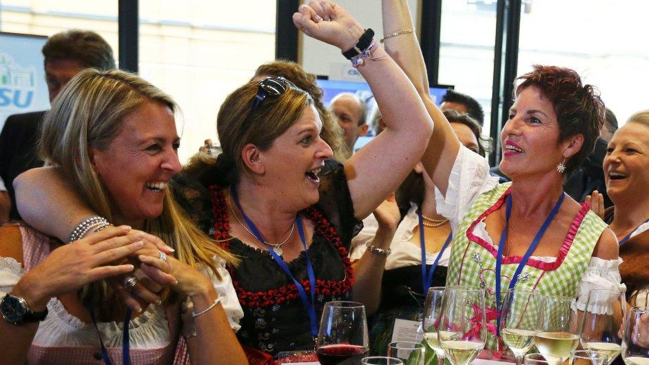 Členky bavorských CSU slaví vítězství.