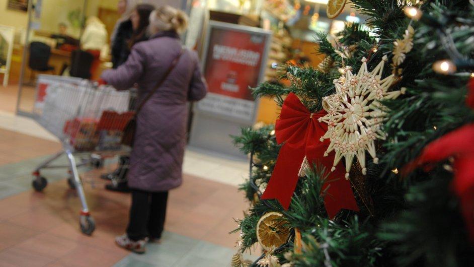 Češi před letošními Vánoci utrácejí více než loni.