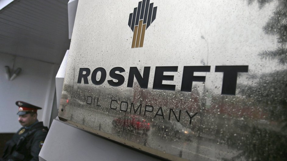 Ruský gigant Rosněfť je jednou z firem zasažených americkými sankcemi.