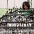 Textilk�m pom�h� ve v�vozu slab� koruna.