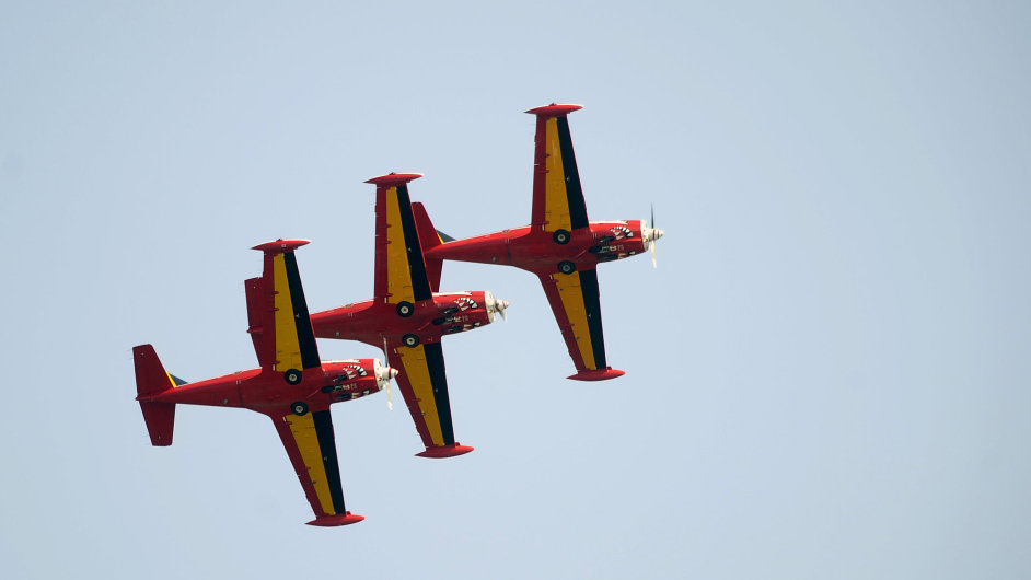 Narozdíl od nich belgičtí Red Devils létají ve starších strojích SF260.