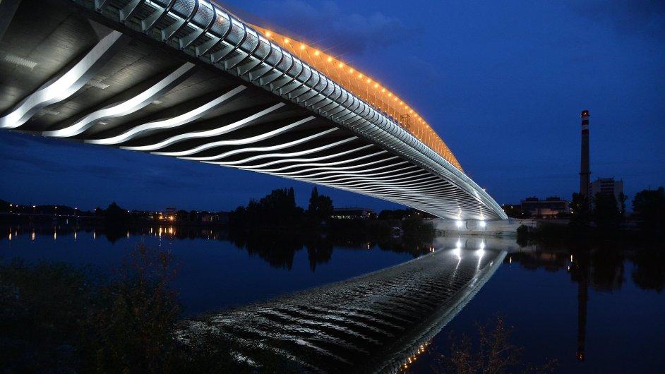 Pražský Trojský most