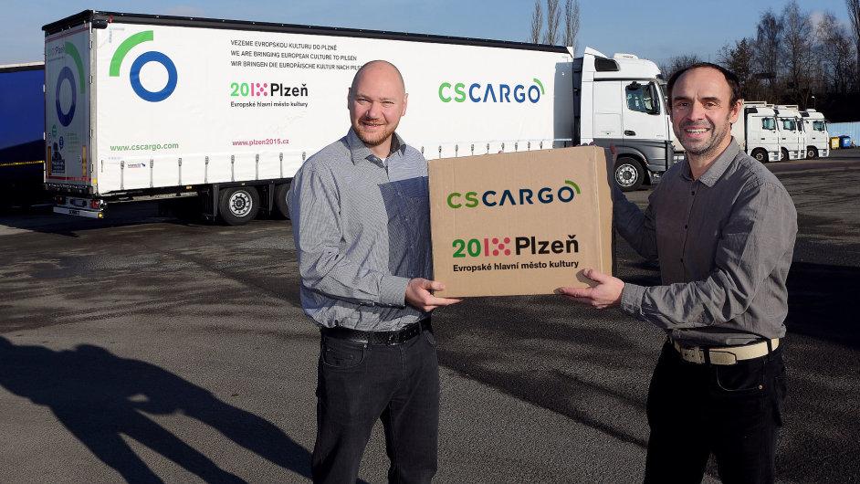 Marketingový ředitel C. S. Cargo Aziz Jahič a umělecký šéf projektu Petr Forman