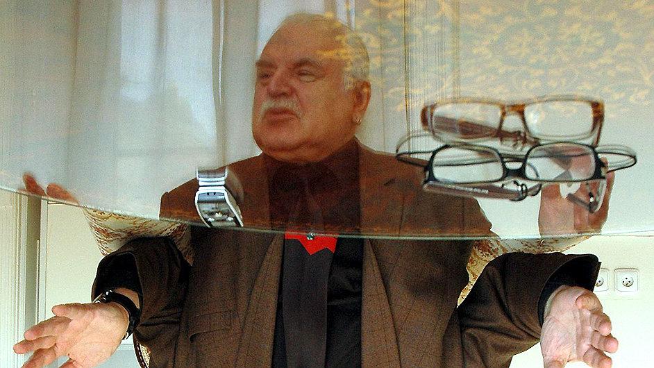 Rektor AVU podá návrh, aby byl Milanu Knížákovi udělen titul Doctor honoris causa.