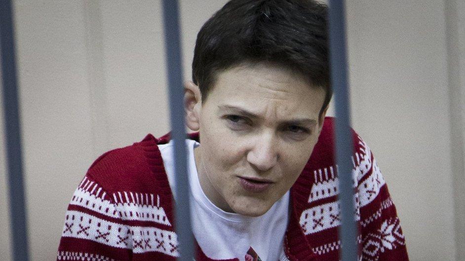 Ukrajinská letkyně a poslankyně Naděžda Savčenková, vězněná v Rusku.