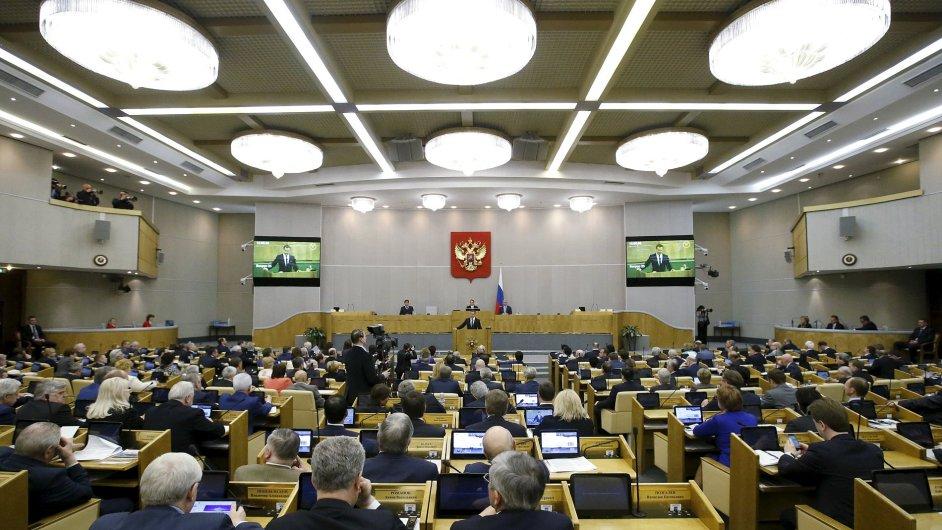 Ruští poslanci projednávají zákon, který úřadům umožní trestně stíhat nežádoucí organizace.