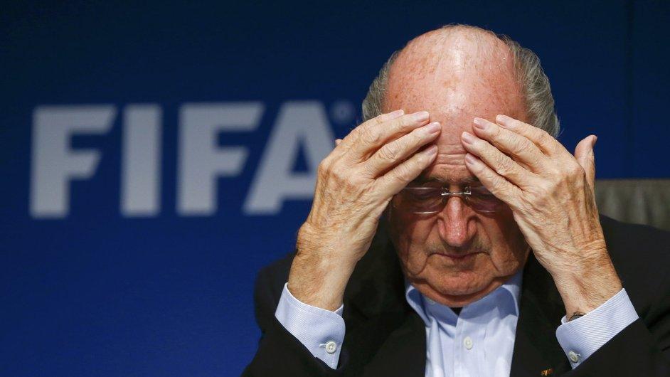 Sepp Blatter hodlá v pátek znovu kandidovat na šéfa asociace FIFA.