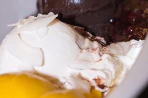 Podívejte se, jak vyrábějí zmrzlinu profesionálové v kavárně Cacao