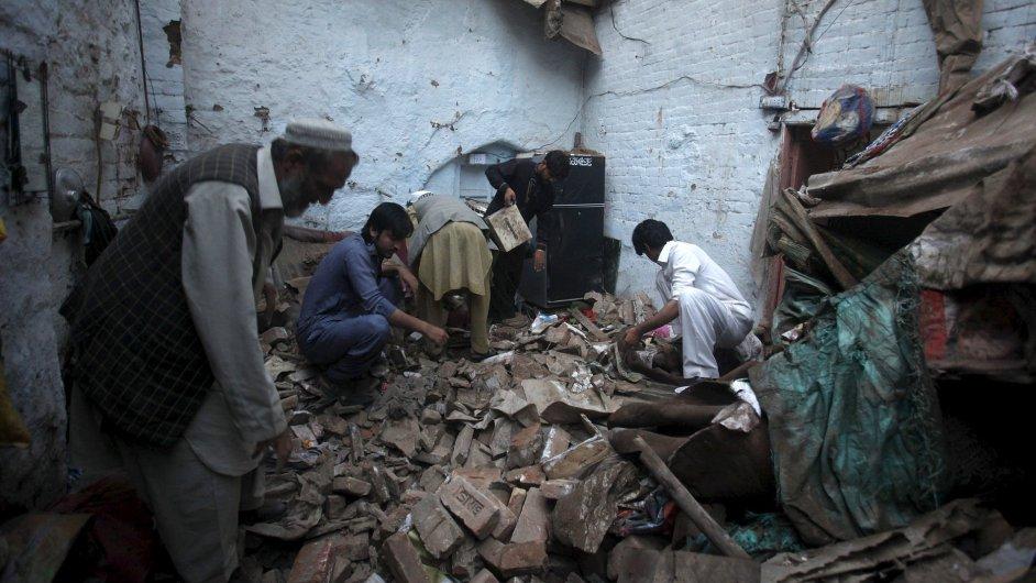 Zemětřesení v Pákistánu a Afghánistánu si vyžádalo 150 mrtvých.