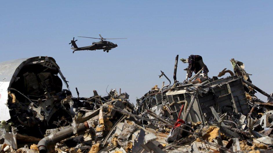 1101AMR09 EGYPT CRASH 1101 11
