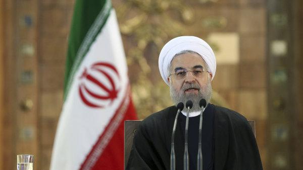 Íránský prezident Rúhání očekává po zrušení sankcí pětiprocentní hospodářský růst, země podle něj potřebuje zahraniční investice.