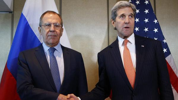 ��f rusk� diplomacie Sergej Lavrov a americk� ministr zahrani�� John Kerry na m�rov�m jedn�n� v Mnichov�.