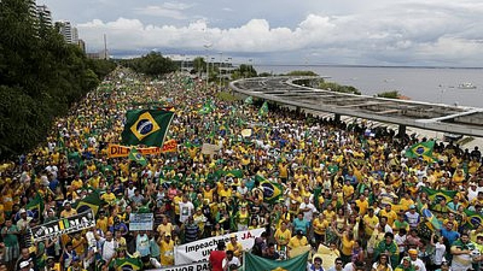 V brazilských městech o víkendu protestovaly miliony lidí proti prezidentce Dilmě Rousseffové.